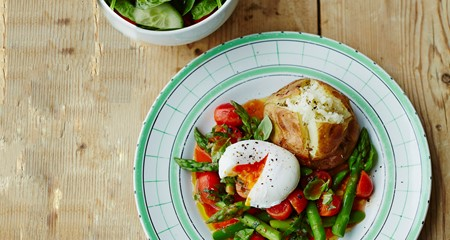 Alex Mackay's baked King Edwards with asparagus, poached egg & tomato dressing with basil recipe